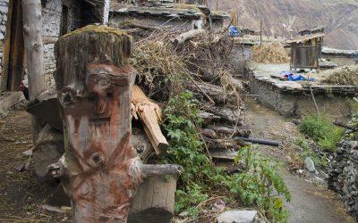 Religion oraculaire de la région de Jumla, Népal,  Les dieux incarnés.