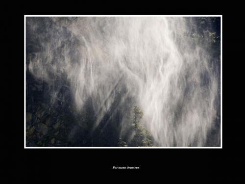Par monts  brumeux